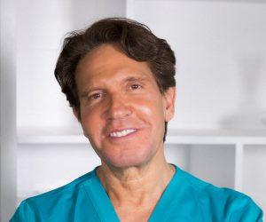 Meets Dr Dennis Gross, the man behind the DRx SpectraLite™ BodyWare Pro